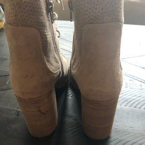 REPORT short velour boots